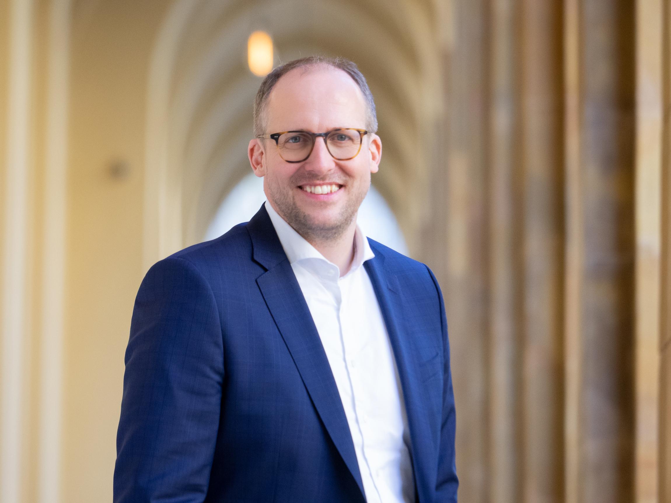 Dr. Matthias Menke